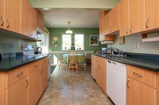 Photo 6: 3851 Merriman Dr in : SE Cedar Hill House for sale (Saanich East)  : MLS®# 853784