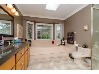 """Photo 16: 2977 NORTHCREST Drive in Surrey: Elgin Chantrell House for sale in """"Elgin Park Estates"""" (South Surrey White Rock)  : MLS®# F1418044"""