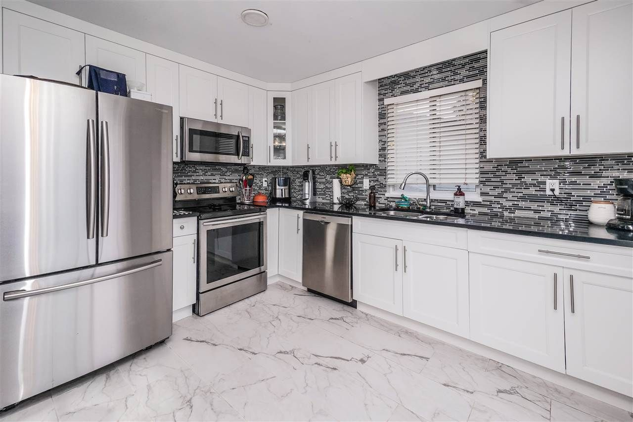 Photo 6: Photos: 22930 CLIFF Avenue in Maple Ridge: East Central House for sale : MLS®# R2530157