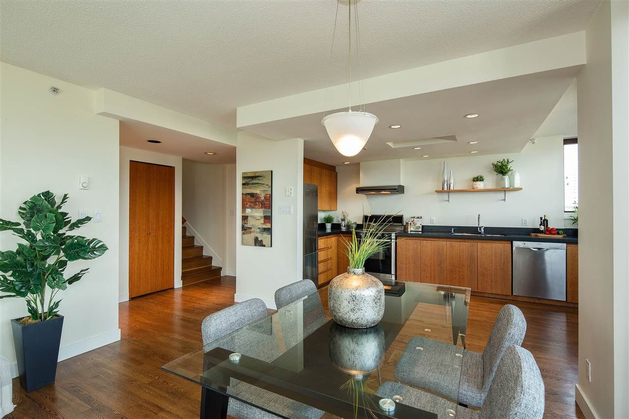 "Photo 8: Photos: 702 2483 YEW Street in Vancouver: Kitsilano Condo for sale in ""NEW POINTE TERRACE"" (Vancouver West)  : MLS®# R2264721"