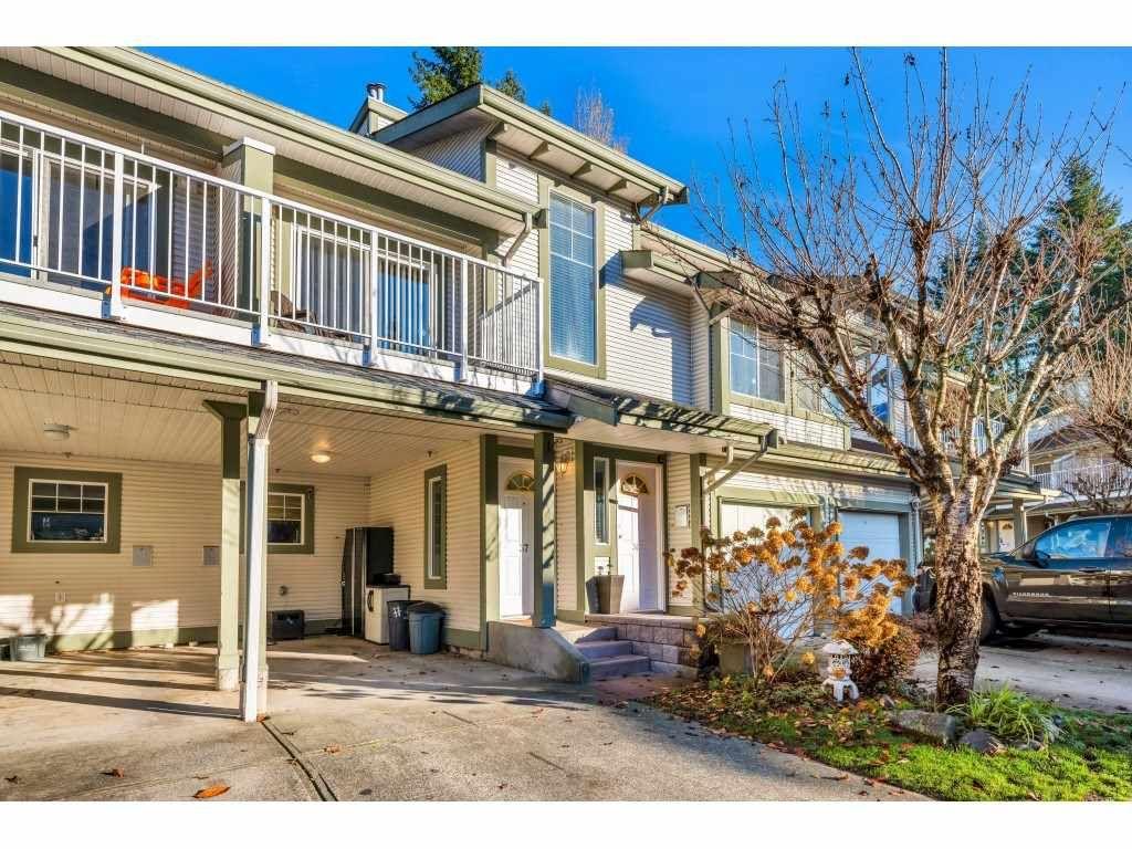 "Main Photo: 37 8892 208 Street in Langley: Walnut Grove Townhouse for sale in ""Hunters Run"" : MLS®# R2420757"