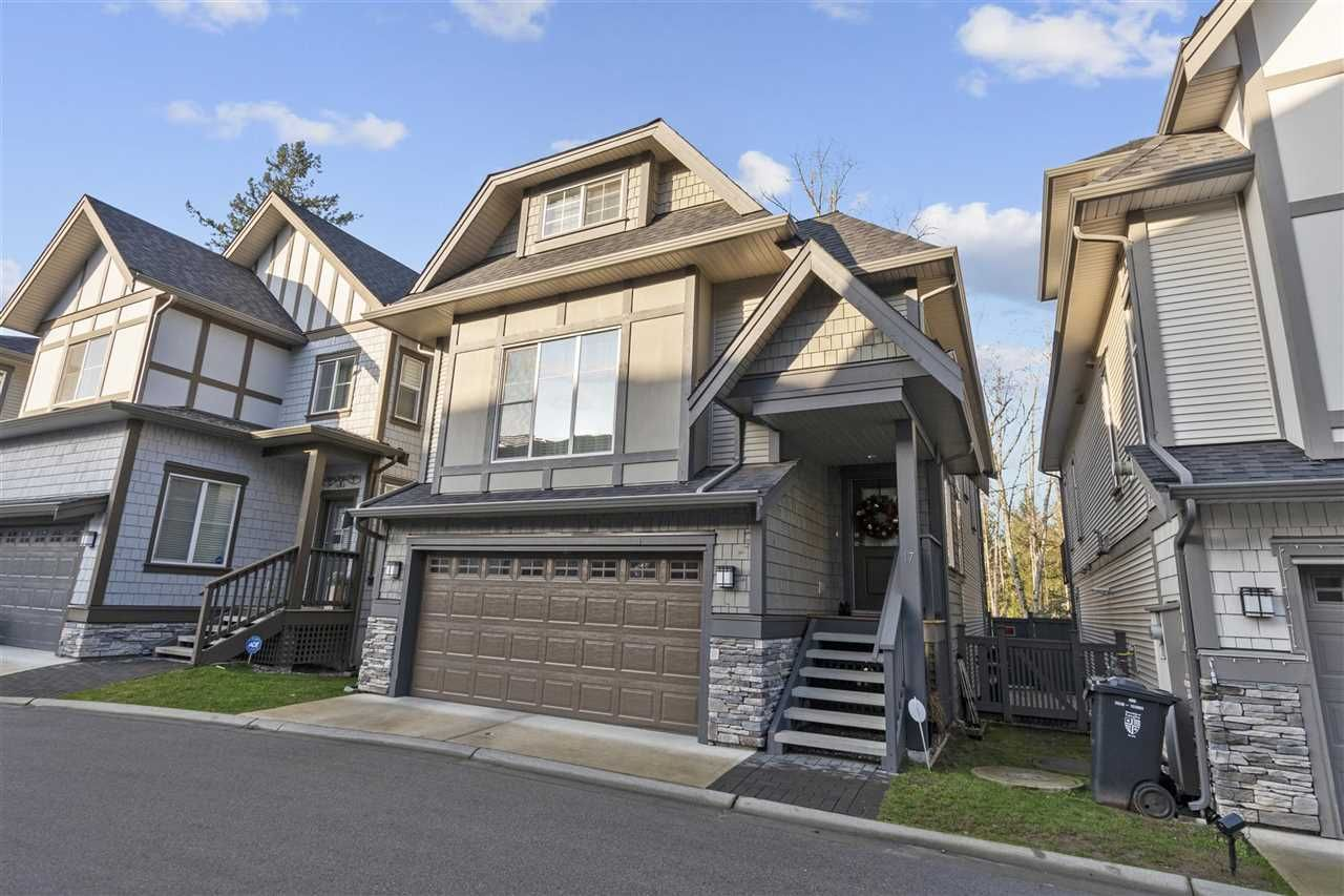 "Main Photo: 17 8217 204B Street in Langley: Willoughby Heights Townhouse for sale in ""EVERLY GREEN"" : MLS®# R2529300"