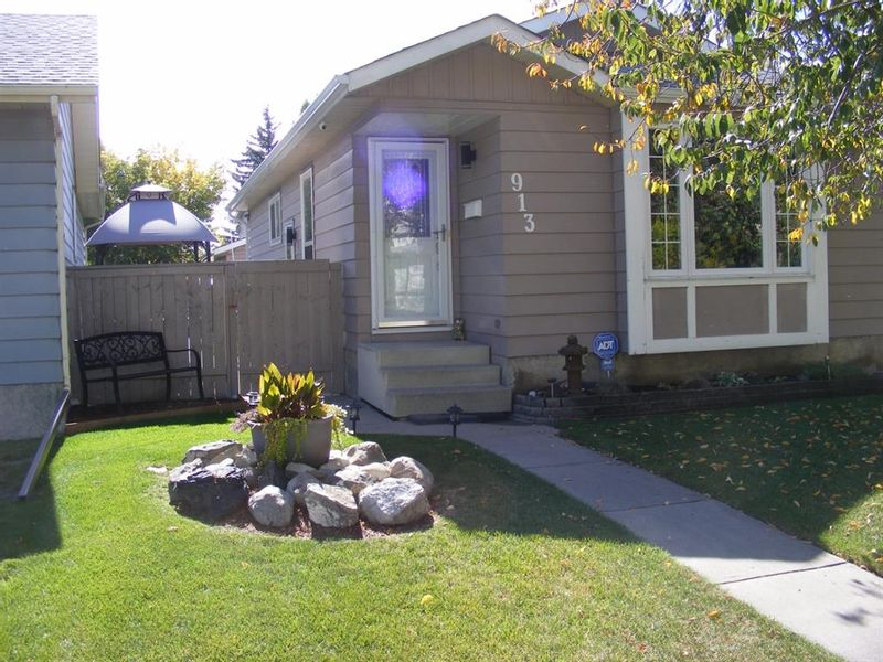 FEATURED LISTING: 913 Erin Woods Drive Southeast Calgary