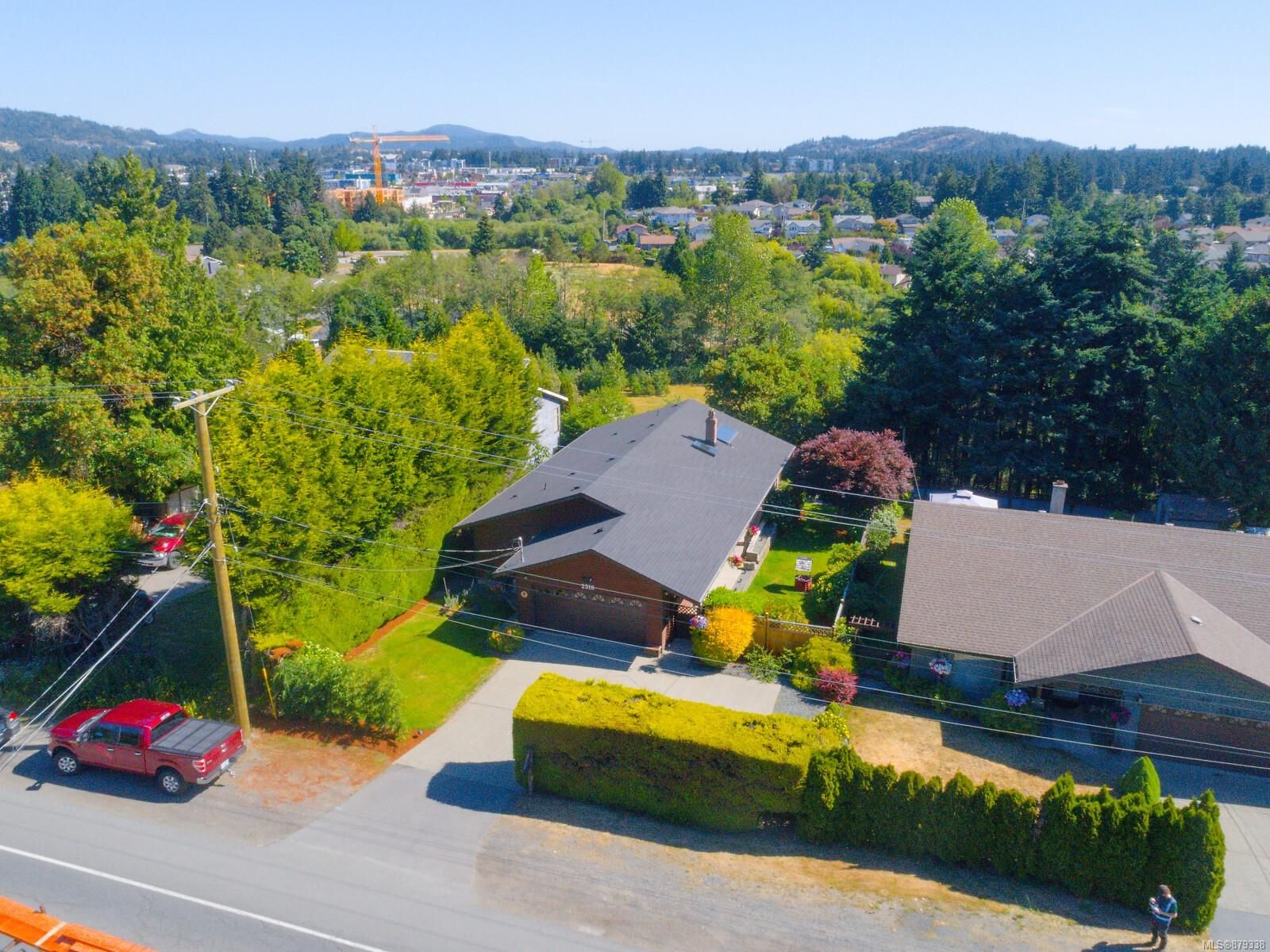 Main Photo: 2516 Sooke Rd in : Co Triangle House for sale (Colwood)  : MLS®# 879338