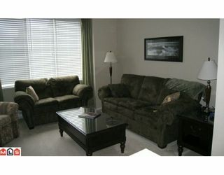 """Photo 3: 12 15868 85TH Avenue in Surrey: Fleetwood Tynehead Townhouse for sale in """"CHESTNUT GROVE"""" : MLS®# F2927924"""