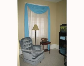 Photo 3: 727 BOYD Avenue in WINNIPEG: North End Residential for sale (North West Winnipeg)  : MLS®# 2716268