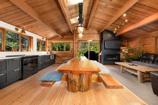 "Photo 2: 2040 MIDNIGHT Way in Squamish: Paradise Valley House for sale in ""Paradise Valley"" : MLS®# R2562317"