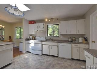 Photo 5: 905 Gade Rd in VICTORIA: La Florence Lake House for sale (Langford)  : MLS®# 685302