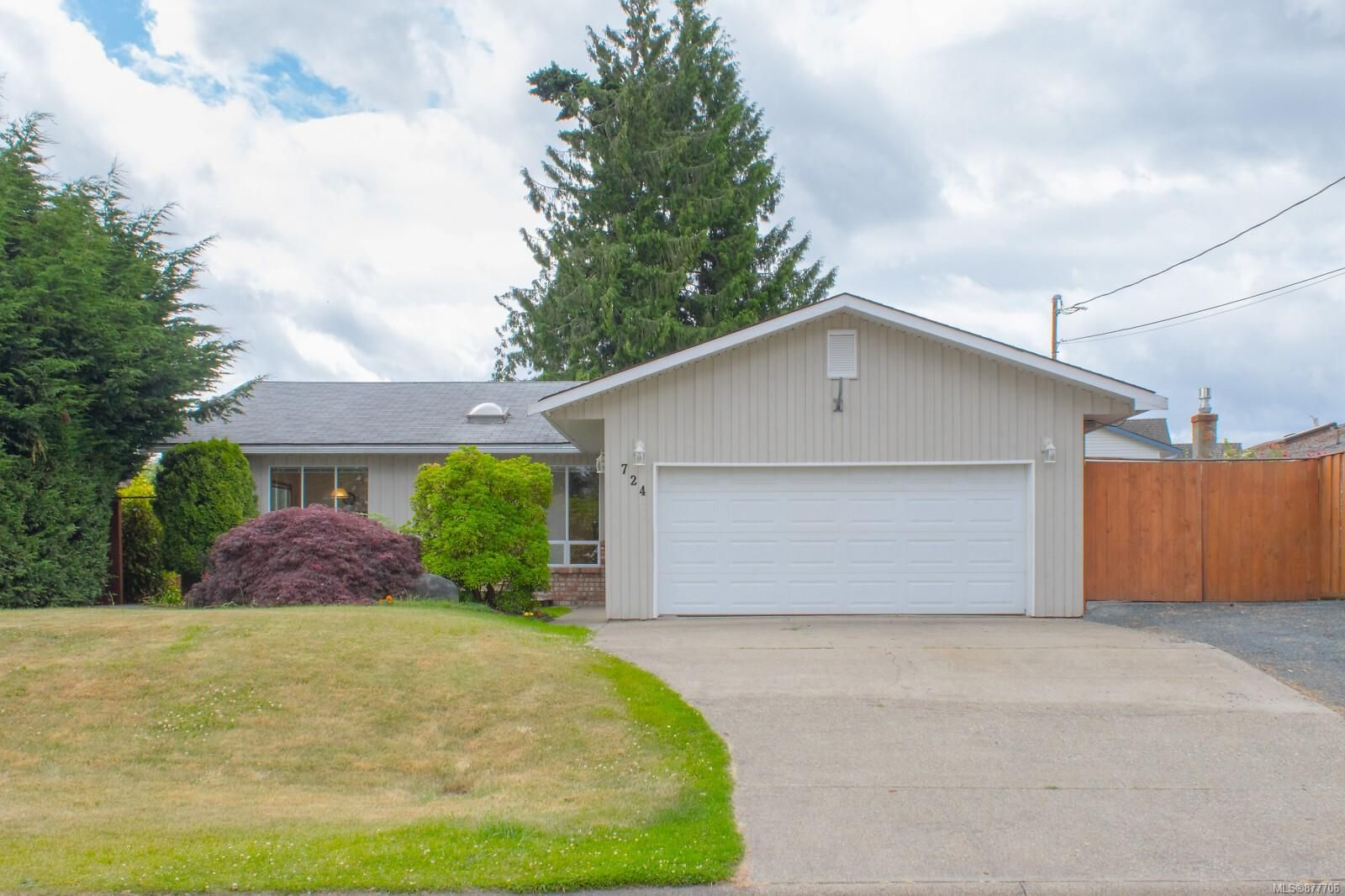 Main Photo: 724 Camas Way in : PQ Parksville House for sale (Parksville/Qualicum)  : MLS®# 877706