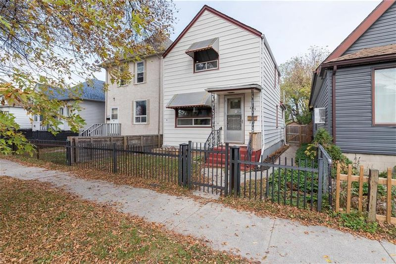 FEATURED LISTING: 465 Cathedral Avenue Winnipeg