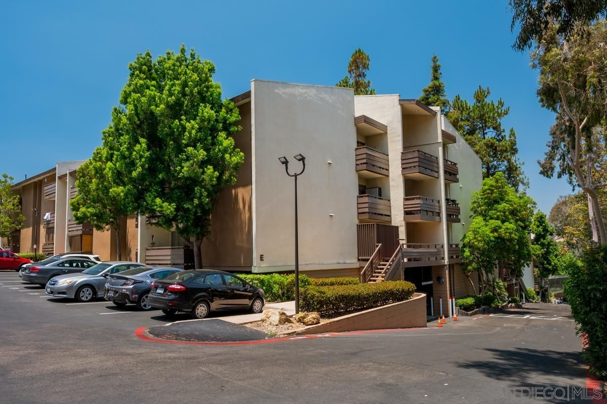 Main Photo: MISSION VALLEY Condo for sale : 2 bedrooms : 1615 Hotel Cir S #D102 in San Diego