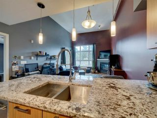 Photo 5: 302 5682 WHARF Avenue in Sechelt: Sechelt District Condo for sale (Sunshine Coast)  : MLS®# R2547939