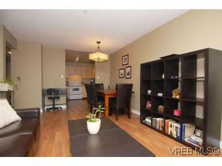 Photo 4: 202 1015 Johnson St in VICTORIA: Vi Downtown Condo for sale (Victoria)  : MLS®# 527659