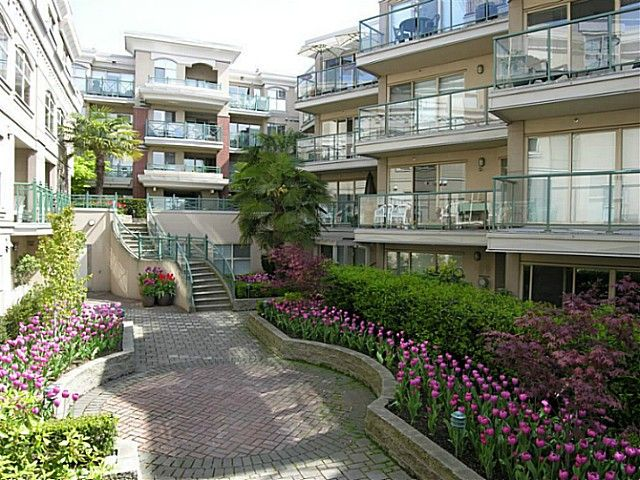 """Main Photo: 325 332 LONSDALE Avenue in North Vancouver: Lower Lonsdale Condo for sale in """"CALYPSO"""" : MLS®# V1076735"""