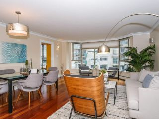 "Photo 2: 403 2108 W 38TH Avenue in Vancouver: Kerrisdale Condo for sale in ""The Wilshire"" (Vancouver West)  : MLS®# R2355468"