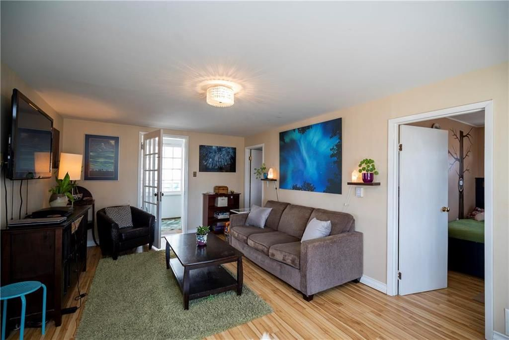 Photo 4: Photos: 711 Rosedale Avenue in Winnipeg: Lord Roberts Residential for sale (1Aw)  : MLS®# 202008672