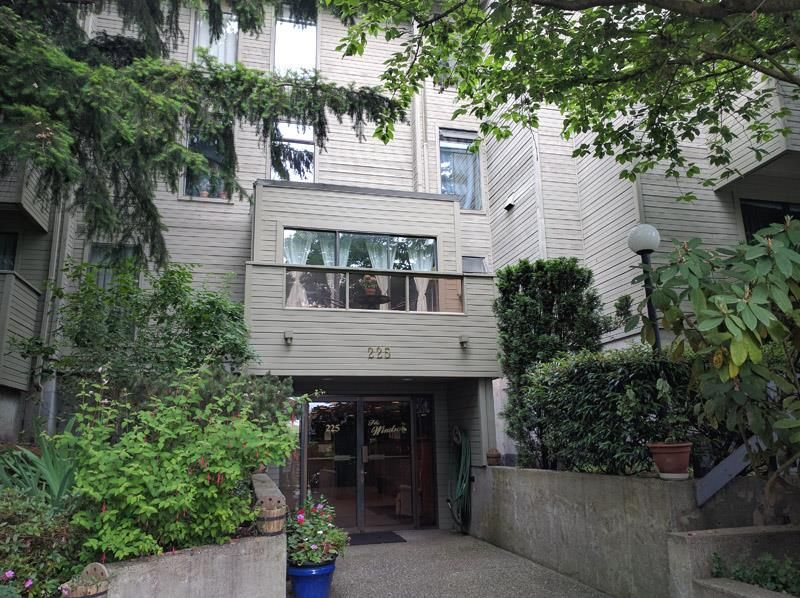 """Main Photo: 103 225 MOWAT Street in New Westminster: Uptown NW Condo for sale in """"THE WINDSOR"""" : MLS®# R2070108"""
