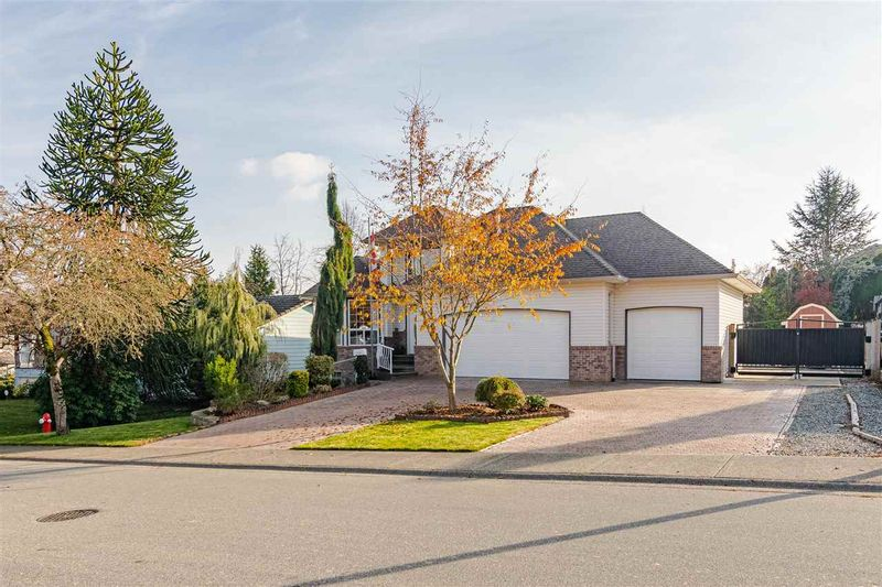 FEATURED LISTING: 27080 25 Avenue Langley