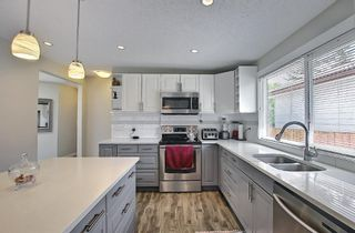 Photo 10: 6 Varslea Place NW in Calgary: Varsity Detached for sale : MLS®# A1122141