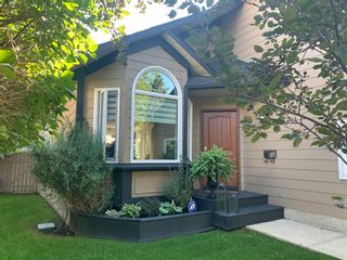 Photo 3: 226 Sun Canyon Crescent SE in Calgary: Sundance Detached for sale : MLS®# A1092083