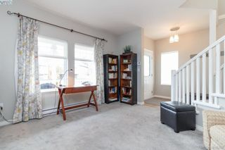 Photo 10: 23 Newstead Cres in VICTORIA: VR Hospital House for sale (View Royal)  : MLS®# 814303