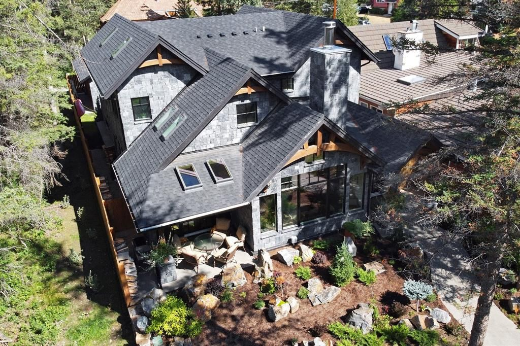 Main Photo: 1005 10th Street: Canmore Detached for sale : MLS®# A1142336
