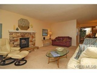 Photo 3: 401 928 Southgate St in VICTORIA: Vi Fairfield West Condo for sale (Victoria)  : MLS®# 532807
