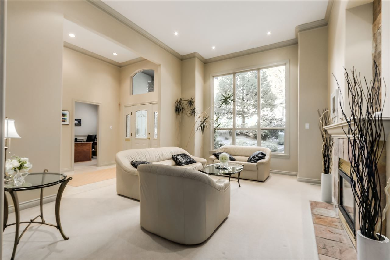 Main Photo: 817 STRATHAVEN DRIVE in North Vancouver: Windsor Park NV House for sale : MLS®# R2031901