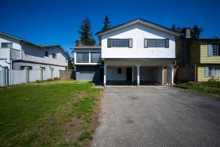 Photo 4: 1938 CATALINA Crescent in Abbotsford: Abbotsford West House for sale : MLS®# R2573085