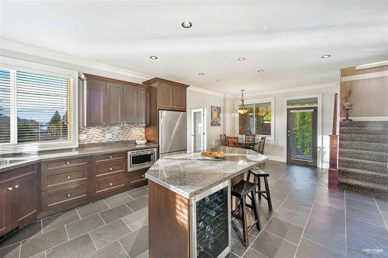 Photo 16: Photos: 645 IOCO Road in Port Moody: North Shore Pt Moody House for sale : MLS®# R2537725