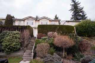 Photo 2: 422 E 2ND Street in North Vancouver: Lower Lonsdale 1/2 Duplex for sale : MLS®# R2533821