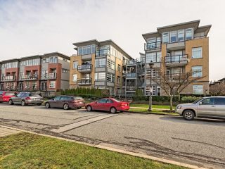 """Photo 3: 104 5692 KINGS Road in Vancouver: University VW Condo for sale in """"O'Keefe"""" (Vancouver West)  : MLS®# V1049459"""