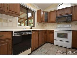 Photo 7: 4002 Dawnview Crescent in VICTORIA: SE Arbutus Residential for sale (Saanich East)  : MLS®# 298269
