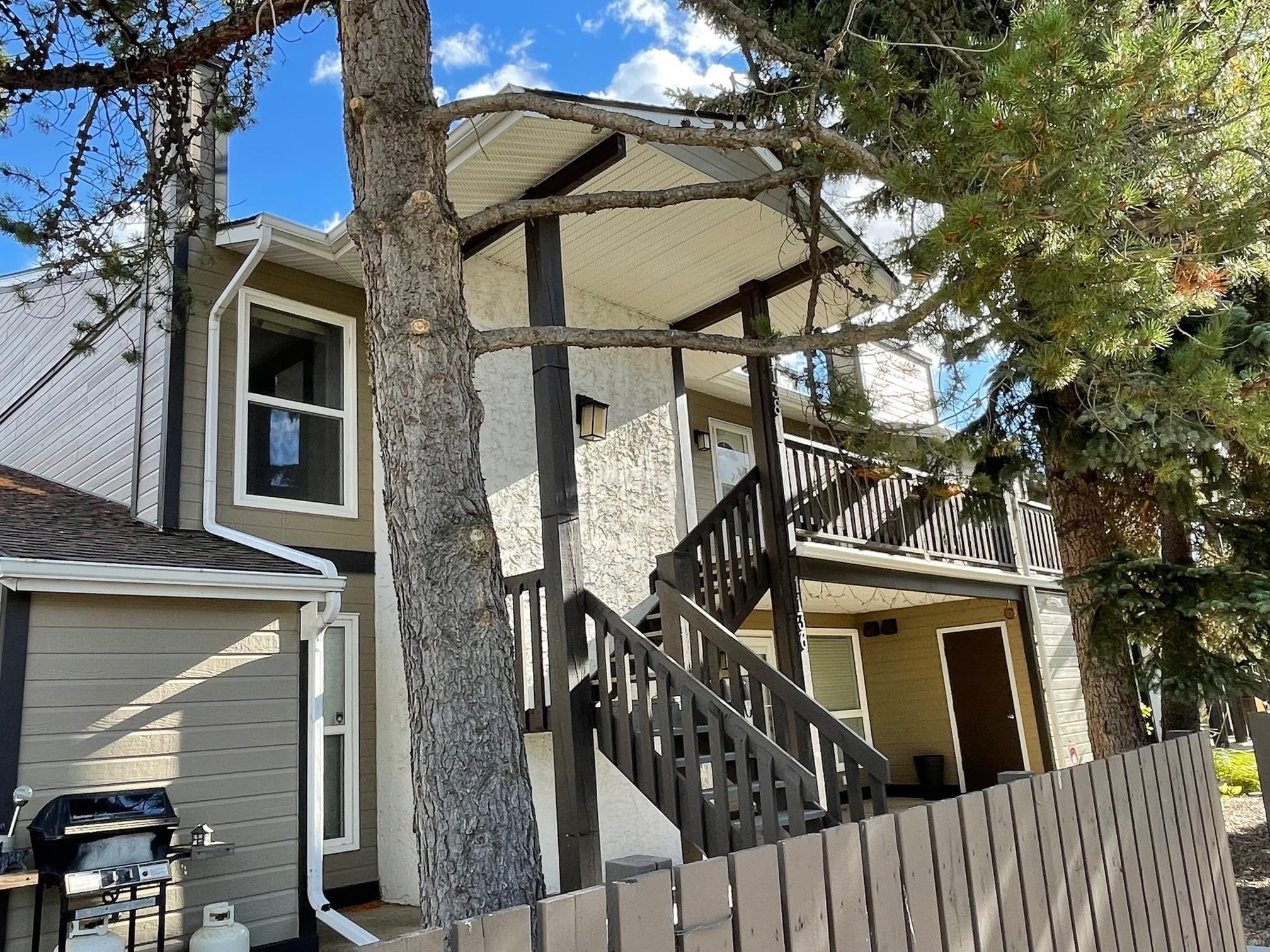 Main Photo: 1138 SADDLEBACK Road in Edmonton: Zone 16 Carriage for sale : MLS®# E4263349