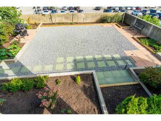 """Photo 7: 203 15466 NORTH BLUFF Road: White Rock Condo for sale in """"THE SUMMIT"""" (South Surrey White Rock)  : MLS®# R2371084"""
