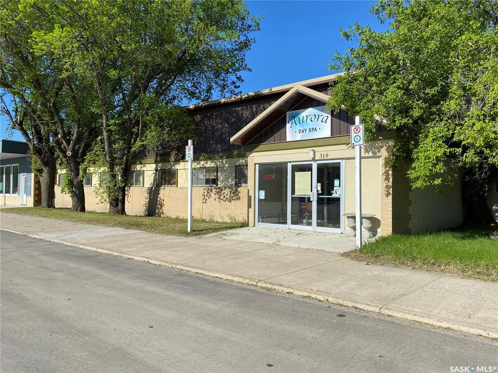 Main Photo: 319 Bosworth Street in Wynyard: Commercial for sale : MLS®# SK833841