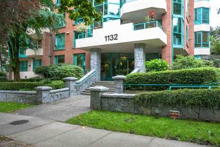 """Photo 1: 504 1132 HARO Street in Vancouver: West End VW Condo for sale in """"THE REGENT"""" (Vancouver West)  : MLS®# R2237242"""