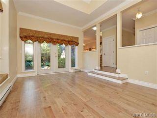Photo 3: 3864 Cadboro Bay Rd in VICTORIA: SE Cadboro Bay Row/Townhouse for sale (Saanich East)  : MLS®# 707315
