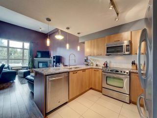 Photo 1: 302 5682 WHARF Avenue in Sechelt: Sechelt District Condo for sale (Sunshine Coast)  : MLS®# R2547939