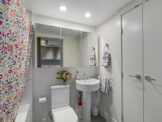 Photo 11: 705 565 SMITHE STREET in Vancouver: Downtown VW Condo for sale (Vancouver West)  : MLS®# R2116160