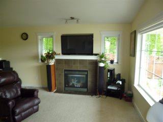 """Photo 2: 5744 EMILY Way in Sechelt: Sechelt District House for sale in """"CASCADE HEIGHTS"""" (Sunshine Coast)  : MLS®# R2400913"""