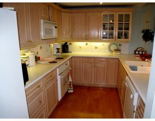 """Photo 2: 302 2580 TOLMIE Street in Vancouver: Point Grey Condo for sale in """"POINT GREY PLACE"""" (Vancouver West)  : MLS®# V794893"""