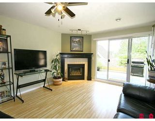 "Photo 4: 101 5556 201A Street in Langley: Langley City Condo for sale in ""MICHAUD GARDENS"" : MLS®# F2822455"