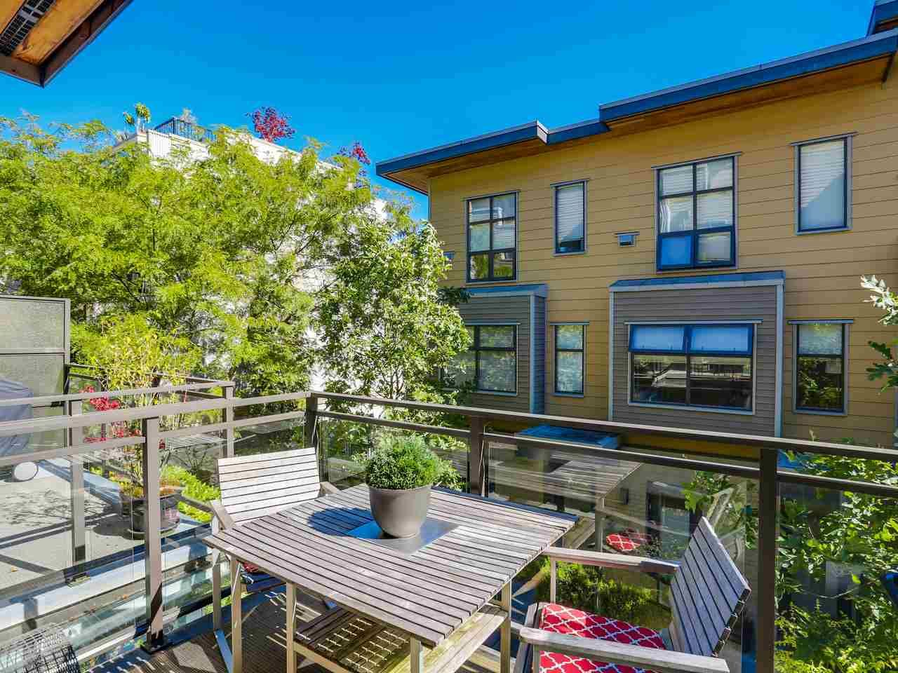 """Photo 8: Photos: 3748 COMMERCIAL Street in Vancouver: Victoria VE Townhouse for sale in """"BRIX 1"""" (Vancouver East)  : MLS®# R2107827"""