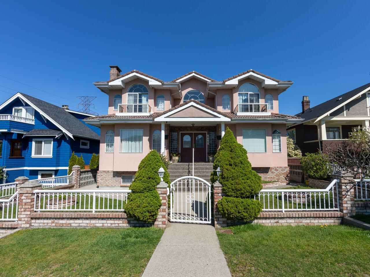 Main Photo: 3735 TRIUMPH Street in Burnaby: Vancouver Heights House for sale (Burnaby North)  : MLS®# R2570394