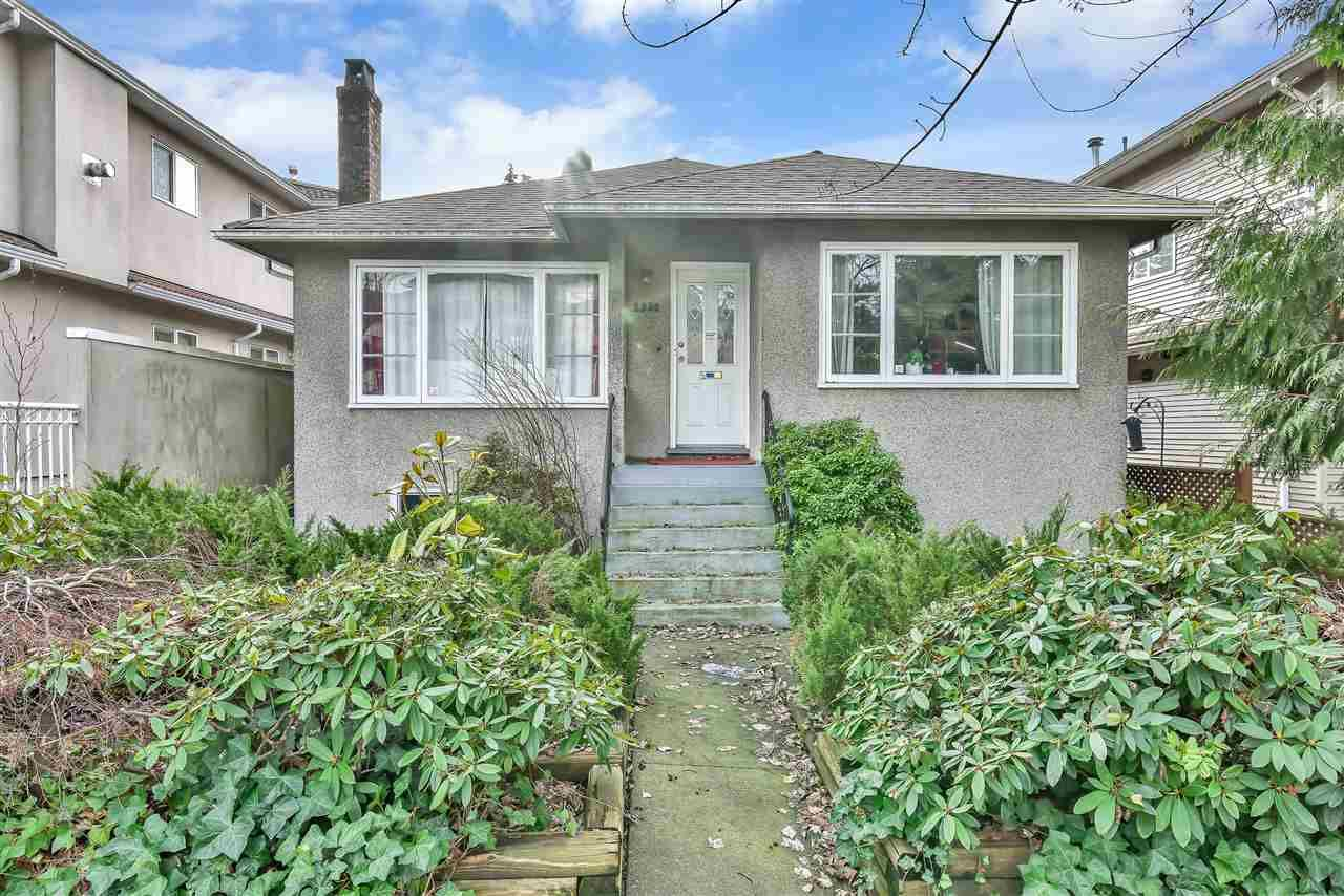 Main Photo: 2330 DUNDAS Street in Vancouver: Hastings House for sale (Vancouver East)  : MLS®# R2536266