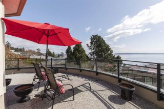 """Photo 8: 14342 SUNSET Drive: White Rock House for sale in """"White Rock Beach"""" (South Surrey White Rock)  : MLS®# R2560291"""