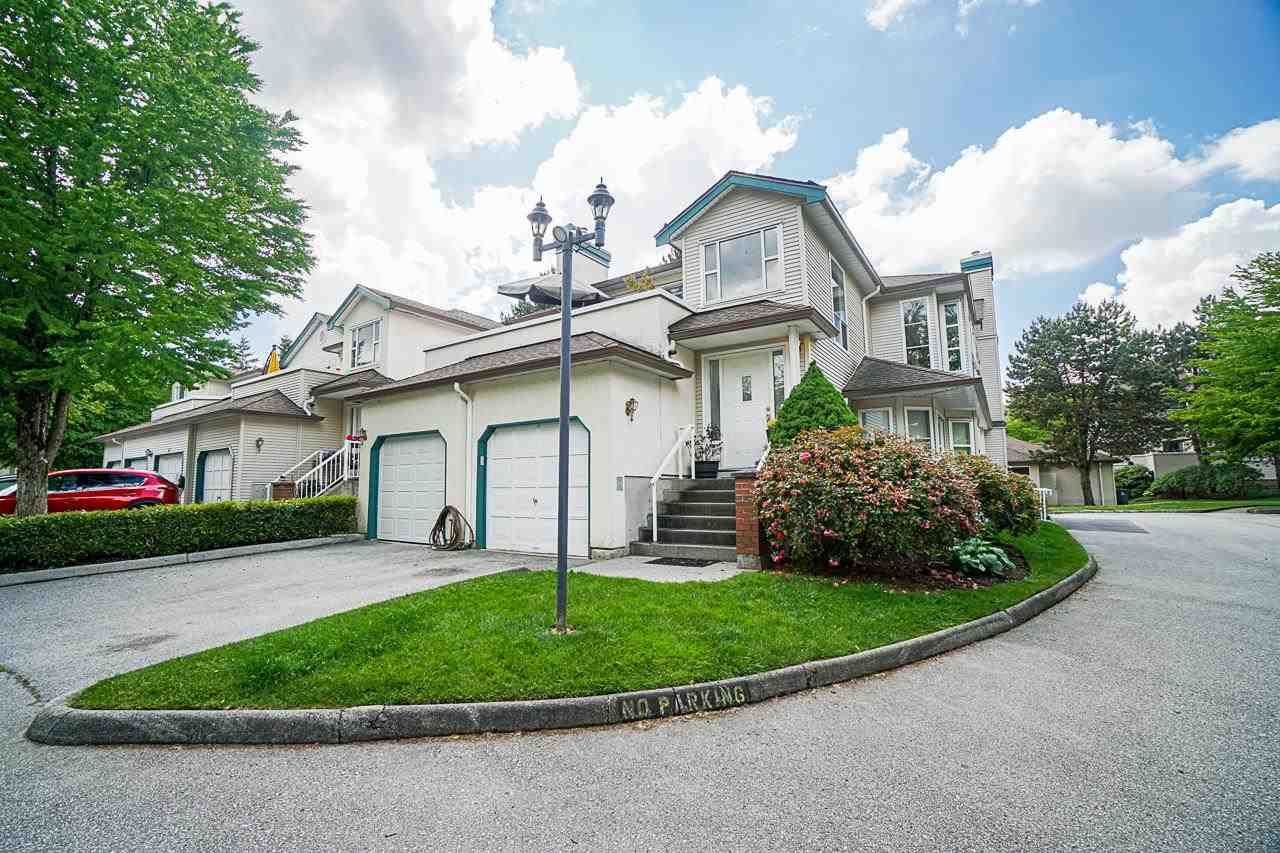 """Main Photo: 54 10038 150 Street in Surrey: Guildford Townhouse for sale in """"Mayfield Green"""" (North Surrey)  : MLS®# R2585108"""