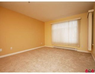 """Photo 8: 113 20894 57TH Avenue in Langley: Langley City Condo for sale in """"BAYBERRY LANE"""" : MLS®# F2833663"""