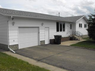 Photo 1: 5418 Circle Drive: Elk Point House for sale : MLS®# E4202376